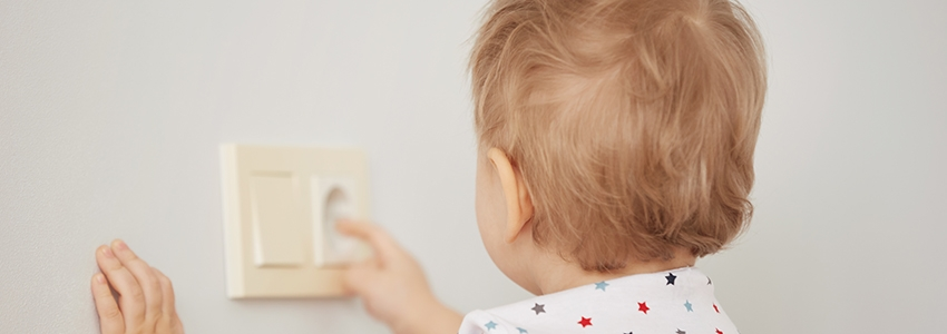 Bebekleri Evdeki Tehlikelerden Korumanın Yolları